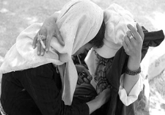 فیلم تکان دهنده اقدام زشت معتادان پیش چشم زنان