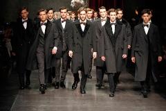 هجوم دختر و پسران ایرانی به استخدام در یک شغل عجیب اما شیک: برای مدل شدن این فاکتورها را لازم دارید