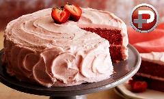 این کیک خوشگل و خوشمزه دیوانه تان می کند؛ کیک توت فرنگی شیرینی فروشی ها را خودتان در خانه درست کنید