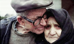 عشق دیوانه وار این مرد ایرانی به همسرش، دیوانه تان می کند/داستان زندگی عاشقانه این زن و شوهر را حتما گوش کنید/رادیو پلاس تقدیم می کند