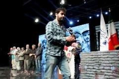آرزوی بوسه زدن شهاب حسینی بر دستان یک شهید/تندیس بهترین بازیگری جشنواره مقاومت به شهاب سینما رسید