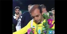وقتی بازیکنان تیم سپاهان اصفهان با زور از خداحافظی نویدکیا جلوگیری کردند+ویدیو