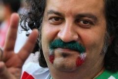 واکنش مهراب قاسم خانی به فوتبال تیم ملی در شب عاشورا: لطفا مردم را از اعتقاداتشان زده نکنید