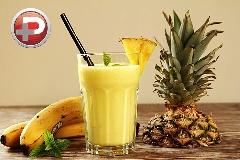 با این نوشیدنی بمب تمام روز پرانرژی باشید؛ آموزش تهیه اسموتی موز و آناناس، خوشمزه و مقوی