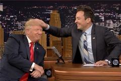 شوخی باورنکردنی سوپر استار تلویزیون با موهای کاندید ریاست جمهوری آمریکا/دونالدترامپ شوکه شد