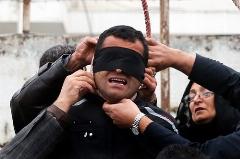 مادری که با ضجه و گریه هایش هنگام گذشتن از خون پسرش یک مسجد را به گریه انداخت/نزاع خیابانی جان جوان بیست ساله را گرفت/لحظه بخشش قاتل از زبان یک مادر - رادیوپلاس