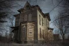 دخترها در شب عروسیشان به طرز مشکوکی در این خانه  متروکه ناپدید می شوند؛  قسمتی از فیلم سینمایی خوابگاه دختران