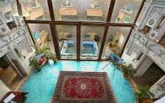 شیک ترین رستوران سنتی تهران در خانه یک روحانی و همسرش/ نون و نمک با معماری زنانه و متفاوتش را از تی وی پلاس ببینید