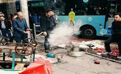 واژگونی چرخ دستی لبو فروش خیابان ولیعصر توسط شهرداری