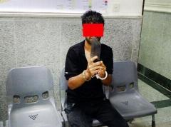 گفتگو با مرد ساطور زن که به پلیس حمله کرد+ فیلم