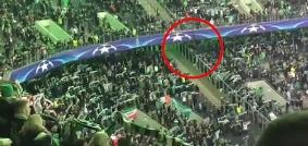 سقوط تماشاگر فوتبال از طبقه دوم ورزشگاه