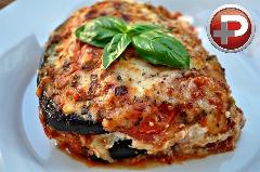 اگر دوستدار سبزیجات هستین این لازانیا را حتما امتحان کنید؛ آموزش تهیه لازانیای بادمجان، متفاوت و لذیذ