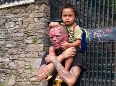 محبت پدری این مرد را تبدیل به وحشتناک ترین پدر دنیا کرد + تصاویر