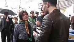 غافلگیری زن دستفروش فومنی توسط یک خواننده جوان/ویدیویی که میلیون ها بار دیده شد