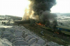 انتقاد شدید و جنجالی علی دایی از حادثه عجیب سانحه قطار: این داغ با عذرخواهی فراموش نمی شود، چه کسی پاسخگوست