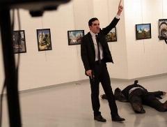 فیلم از لحظه ترور سفیر روسیه در ترکیه و فریادهای فرد ضارب