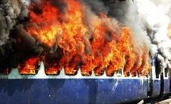 به خانواده ایرانی هایی که زنده زنده در آتش سوختند، چهل میلیون تومان پول می دهیم!/واکنش تند عضو مجلس شورای اسلامی به حادثه تلخ تصادف قطارهای غول پیکر: وزیر را استیضاح می کنیم/رادیواکتیو