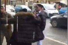 ویدیوی لحظه هولناک حمله خیابانی اراذل و اوباش