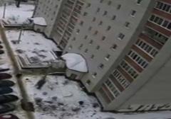 خودکشی دردناک یک مرد از طبقه هفتم آپارتمان+فیلم