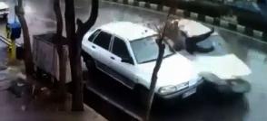 ویدیوی تصادف وحشتناک و دلخراش خودروی پراید با یک مرد از نگاه دوربین مدار بسته