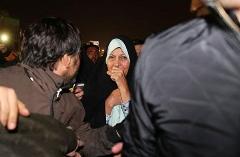 فیلم گریه های فائزه هاشمی در مقابل بیمارستان شهدای تجریش