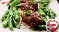 یک غذای توپ، بهترین گزینه برای پذیرایی از مهمان؛ آموزش تهیه خوراک مرغ سیردار و عسلی با لوبیا، با طعمی بی نظیر