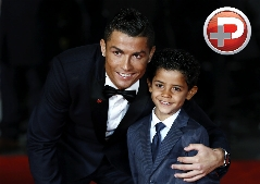 از دیدن این عکس های ستاره فوتبال شاخ درمی آورید/ ویدیویی از آلبوم عکس پرطرفدارترین فوتبالیست جوان دنیا، کریس رونالدو