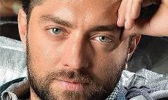 به بهانه جشن تولد 38 سالگی بهرام رادان؛ از آگهی در نیازمندی های همشهری تا ژست گرفتن روی بیلبوردهای شهر؛ داستان ستاره شدن و 17 سال ستاره ماندن بهرام رادان در سینمای ایران-تی وی پلاس منتشر می کند، قسمت اول