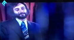 خواننده لس آنجلسی روی آنتن تلویزیون ایران معروف ترین آهنگش را اجرا کرد/سکانسی از سریال معمای شاه که صدرنشین رسانه ها شد
