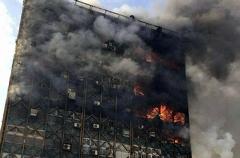 لحظه خروج آتش نشانان از نمای ساختمان  پلاسکو+فلیم