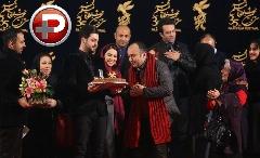 مصطفی زمانی و پگاه آهنگرانی روی فرش قرمز دخترانه ترین فیلم سال، جشن تولد کارگردان را ستاره باران کردند