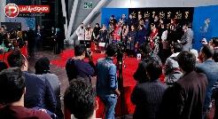 """واکنش منشوری بازیگر سرشناس """"ترومای سرخ"""" به سوال خبرنگار/  عصبانیت مردم از فیلمی که با اسم باران کوثری، رضا کیانیان و ... مردم را فریب می دهد حاشیه ساز شد/ گزارشی از مراسم فرش قرمز فیلم ترومای سرخ"""
