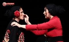 """گفتگو با نگار عابدی در حاشیه جشنواره تئاتر فجر که امسال با حرکات فیزیکی دشوار نقش """"یرما"""" همه را غافلگیر کرده است"""