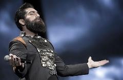 علی زندوکیلی غیرمنتظره ترین کنسرت زندگی اش را روی صحنه تجربه کرد/ستاره موسیقی ایران برای کودکان کار پیانو نواخت و آنها آهنگش را فریاد زدند