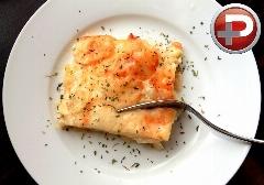 این غذای رستورانی دلچسب را خودتان در خانه تهیه کنید/ آموزش تهیه گراتین سیب زمینی با سس مخصوص
