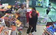 دزدان بدشانس سوپر مارکت با معروف ترین قاتل شهر برخورد کردند +فیلم