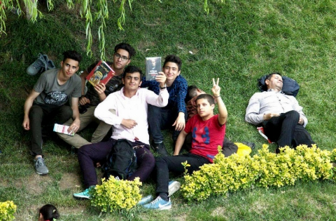 پسرهایی که کیلومترها راه را به عشق نمایشگاه آمدند/ گزارش مردمی از شهر آفتاب - اختصاصی تی وی پلاس