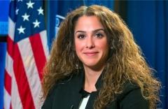 اخراج زن ایرانی سرشناس از دولت آمریکا/ سحر نوروز زاده از مقامش عزل شد