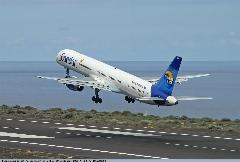 چه بر سر مسافران این پرواز آمد؟/در لحظه تیک آف کردن این هواپیما اتفاقی غیر قابل پیش بینی رخ داد.