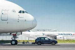 خودروی پورشه کاین با جابجایی ۴۲ متری ایرباس A380 رکورد گینس را به نام خود ثبت کرد.