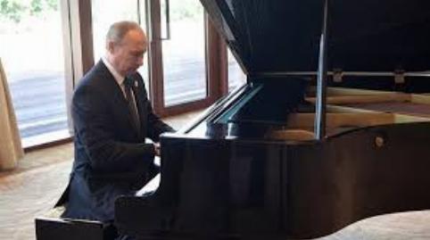 پیانو نوازی پوتین در پکن پس از سخنرانی