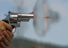 برخورد گلوله به صورت دختر 15 ساله/دختر 15 ساله که مورد اصابت گلوله از ناحیه پیشانی قرار گرفته بود به طرز عجیبی نجات پیدا کرد.