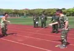 تمرین عجیب نظامیان به سبک بازیهای کودکانه!