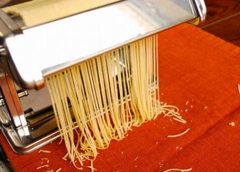 برای بیش از 300سال دستور پخت و تکنیک آمادهسازی یکی از نادرترین پاستاهای جهان نسلبهنسل در یک خانواده ایتالیایی منتقل شده است در این رسپی رشتههای پاستا تماماً با دست ساخته میشوند