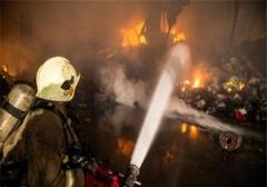 لحظه آتش سوزی خودروهای پارک شده در تهران/خودروهای پارک شده در تهران دچار آتشسوزی زنجیرهای شدند.