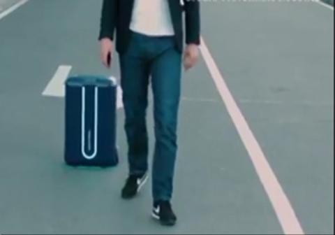چند مبتکر خوش ذوق اقدام به ساخت چمدانی کردند که پا به پای شما حرکت میکند.
