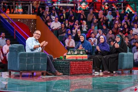 انتقاد تند و تیز خاتمی از قهقهه زنان در یک برنامه تلویزیونی!
