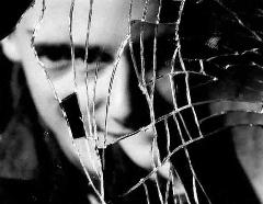 مرگ کارگر هندی که زیر سه تن شیشه ماند