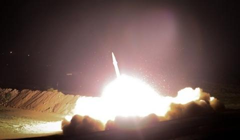اولین تصاویر از لحظه اصابت موشکهای سپاه به مواضع داعش