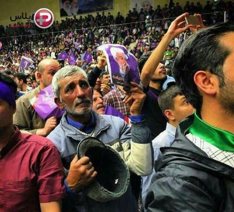 پیرمرد میوه فروش حامی رئیس جمهور جهانی شد: از سرکارم تا ورزشگاه دویدم تا روحانی را ببینم/ دوستت دارم/ برای پسرم کار دست و پا کن